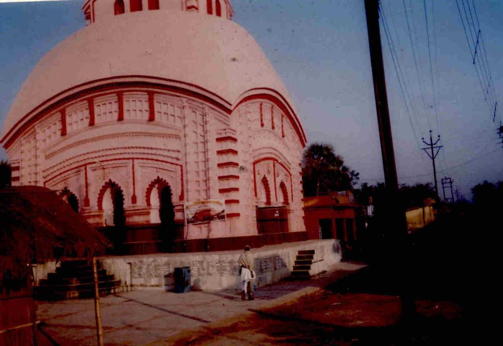 আড়াইশো বছরের পুরনো কেশবেশ্বরের মন্দির, বিজয়গঞ্জ বাজার