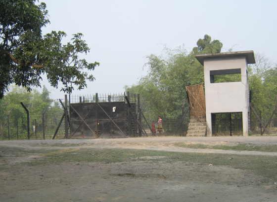 কোচবিহারে ভারত-বাংলাদেশ সীমান্তের ছবি রামজীবন ভৌমিকের তোলা।