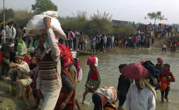 কলেয়া থেকে বারিয়াপুর দশ কিমি যেতে পার করতে হয় পাসাহা নদী। ছবি প্রতিবেদকের।