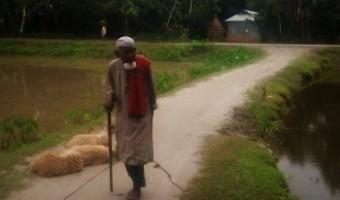 পূর্বতন ছিটমহল থেকে ১০৬ বছরের আজগর আলির কথা : 'তাঁকে ১০০০টাকা দিয়ে আমার ছেলের বাবা দেখানো হয়েছিল'