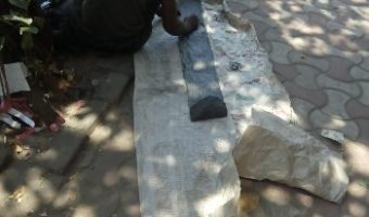 শহরের রাস্তার ফুটপাথ কেটে ছোটো করা এক অমানবিক কাজ
